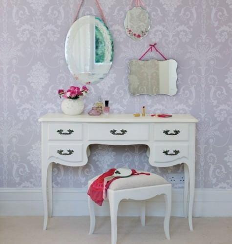 beyaz çekmeceli makyaj masası