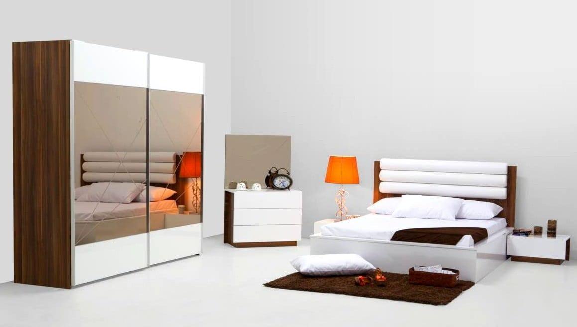 aynalı sürgülü kapılı yatak odası