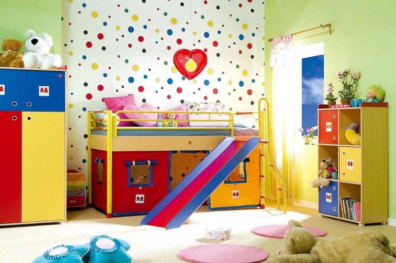 canlı parlak renklerle çocuk odası dekorasyon