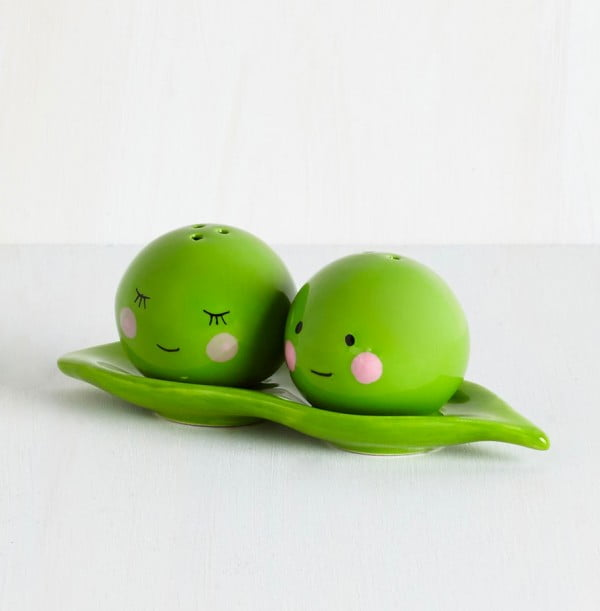 adorable-peas-salt-and-pepper-shakers