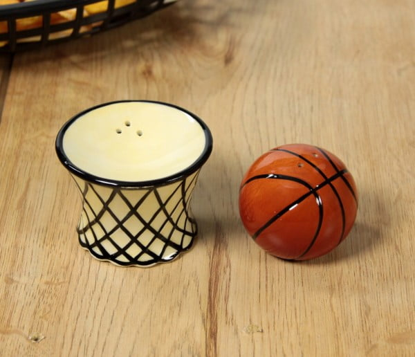 basketball-salt-and-pepper-shakers