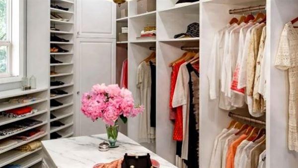 Küçük bir giyinme odasından en iyi şekilde yararlanmak
