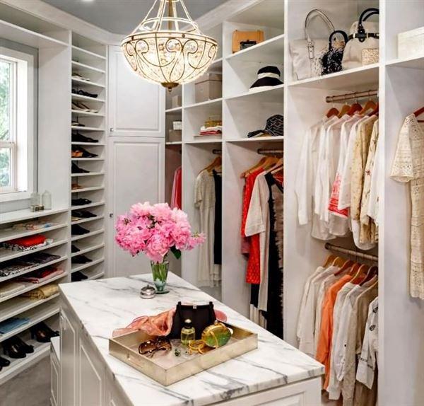 Küçük bir giyinme odasından en iyi şekilde yararlanmak 13