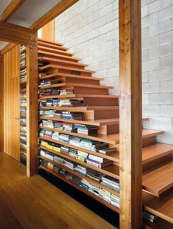 merdiven altı kitaplık raf