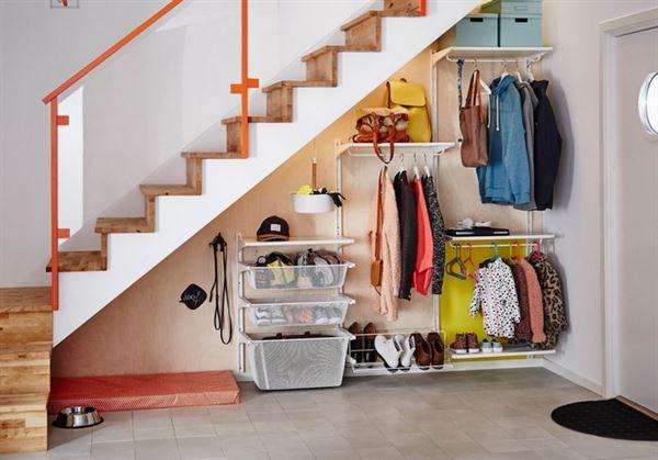 merdiven altı saklama alanı